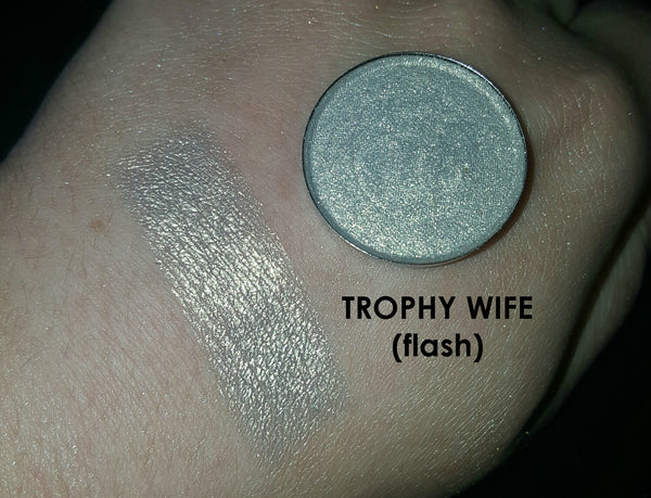 shade beauty, eyeshadow, vegan makeup, cruelty free makeup, swatches, shimmery eyeshadow, sparkly eyeshadow, metallic eyeshadow, neutral eyeshadow, nude eyeshadow, indie makeup, artisan makeup, trophy wife, trophy wife pressed eyeshadow, duochrome eyeshadow, gold eyeshadow, green eyeshadow