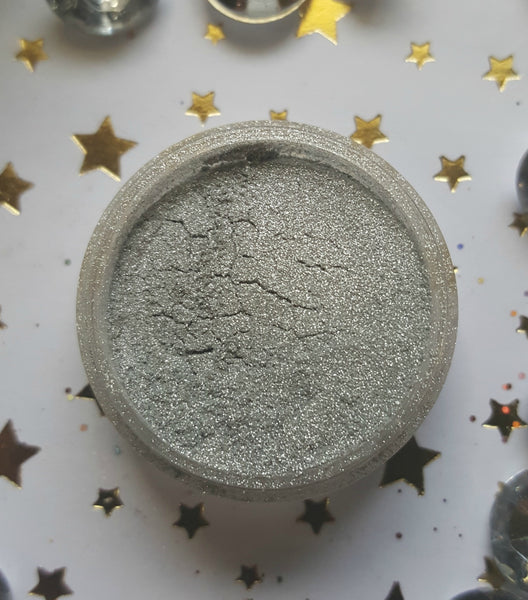 shade beauty, eyeshadow, vegan makeup, cruelty free makeup, swatches, shimmery eyeshadow, sparkly eyeshadow, metallic eyeshadow, neutral eyeshadow, nude eyeshadow, indie makeup, artisan makeup, UFO, UFO loose eyeshadow, silver eyeshadow, most pigmented eyeshadows
