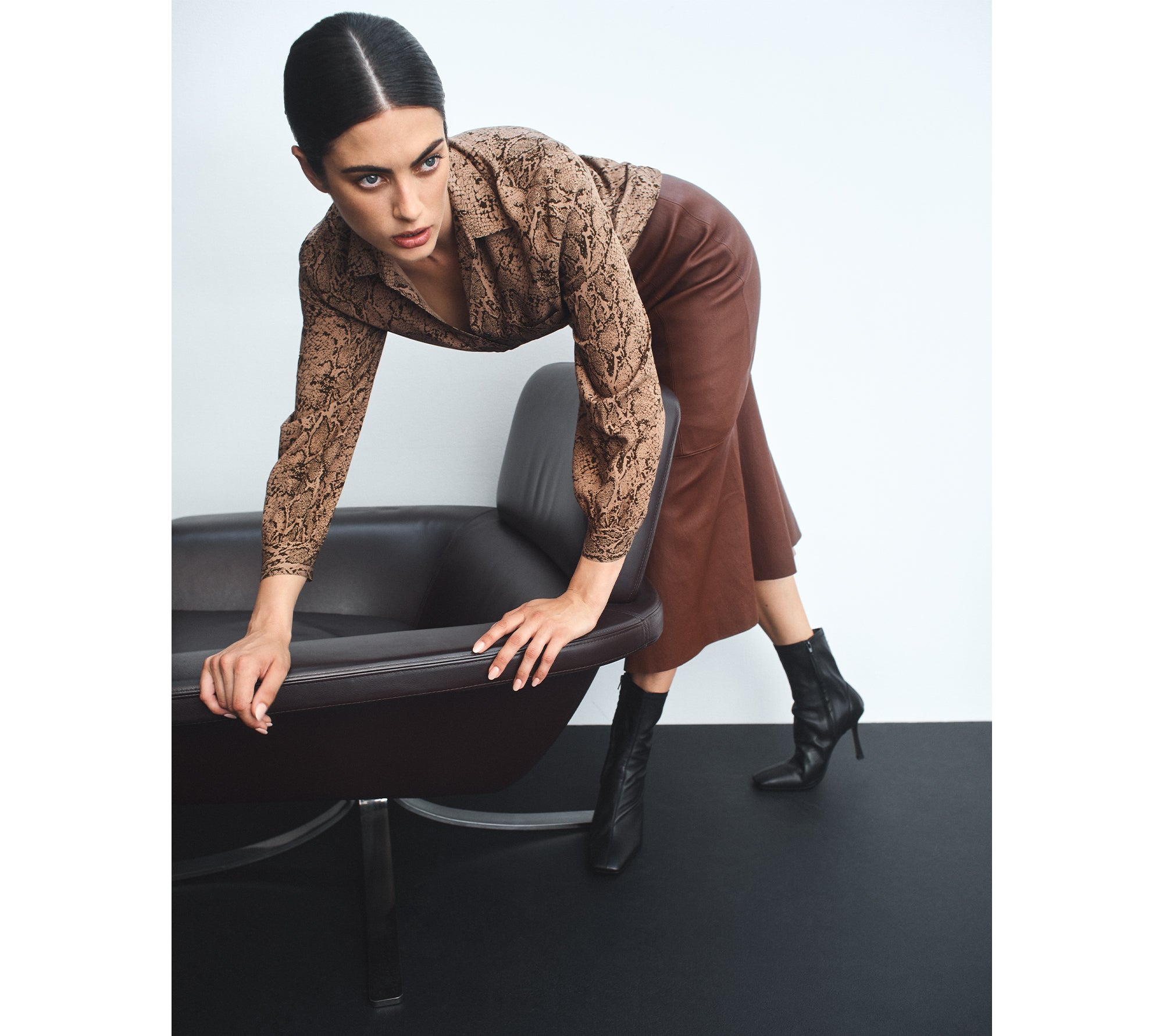 RAILS Noemi Shirt and LUXE DELUXE Pure Iconic Stretch Leather Midi Skirt in Cocoa