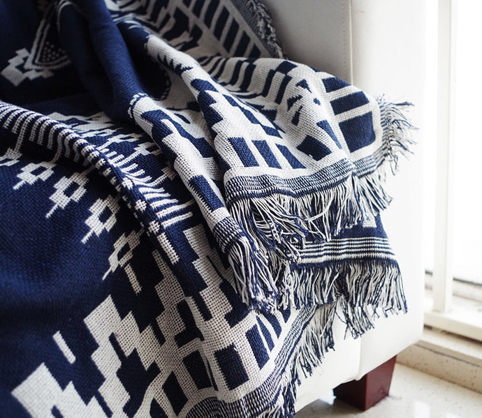 CHEROKEE Tassel Throw