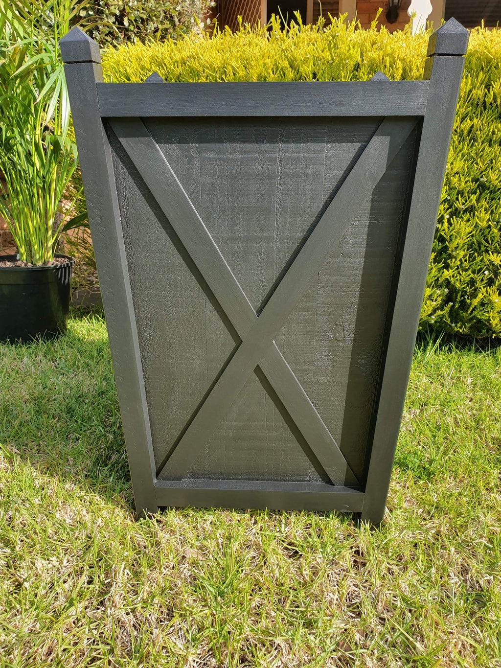 Hampton planter box tall - black
