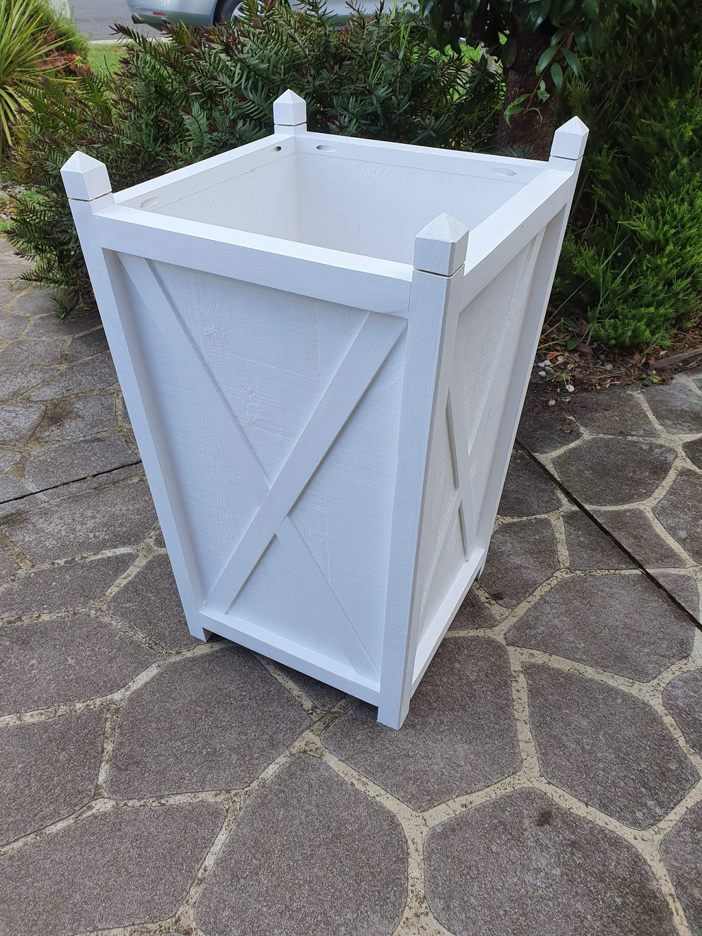 Hampton planter box tall - white