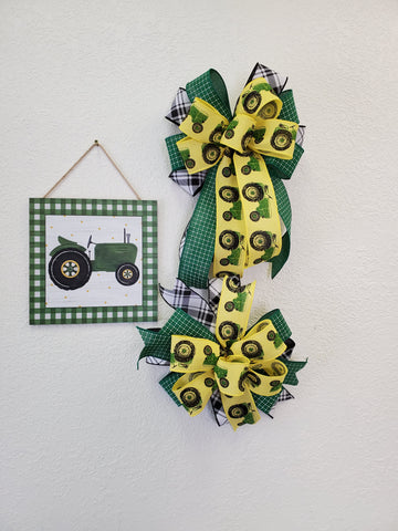 GREEN TRACTOR BOW/SIGN KIT