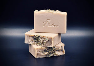 Vegan Lavender and pumice handmade artisan soap. Lightly exfoliant, made with real Lavender Essential oil and colored with Brazilian Purple Clay.