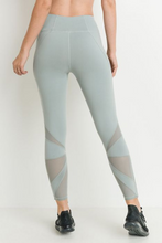 Load image into Gallery viewer, Star mesh capri leggings