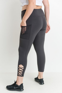 Curvy criss cross Capri leggings
