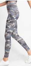 Load image into Gallery viewer, Camo pocket butter leggings