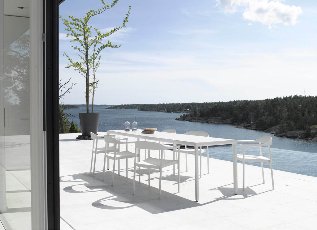 Illum Slim Tables