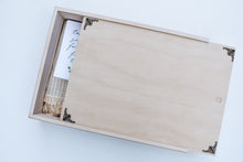 Load image into Gallery viewer, TIMBER KEEPSAKE BOX