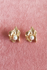 MATTE GOLD PEARL IN FRILL STUD EARRINGS
