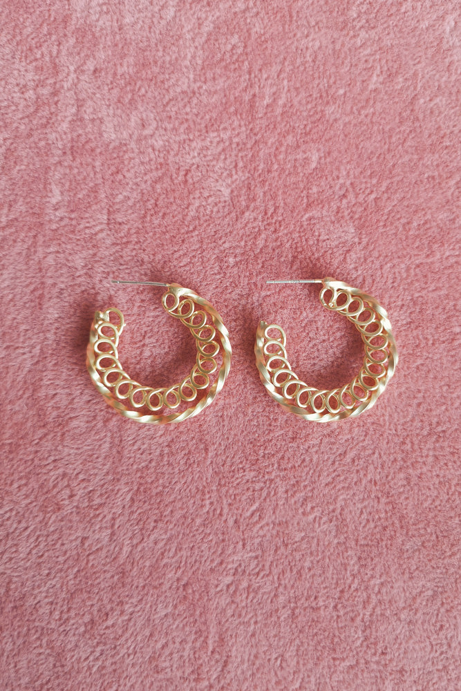 WAVY CIRCLE HOOP EARRINGS
