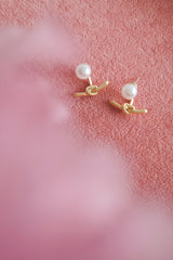 MATTE GOLD KNOT STUD EARRINGS
