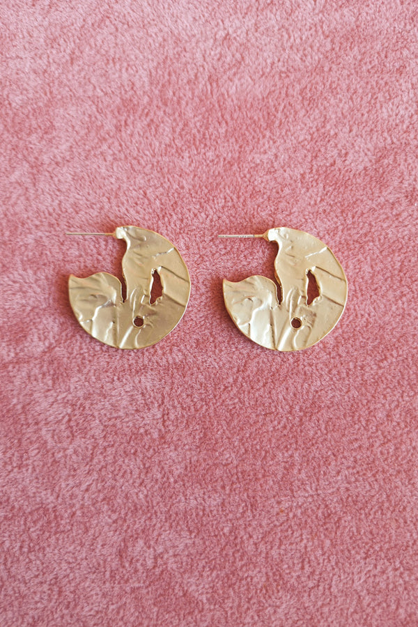 MATTE GOLD TEXTURED DISC STUD EARRINGS