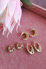 MATTE GOLD PEA SHAPE PEARL HOOP EARRINGS