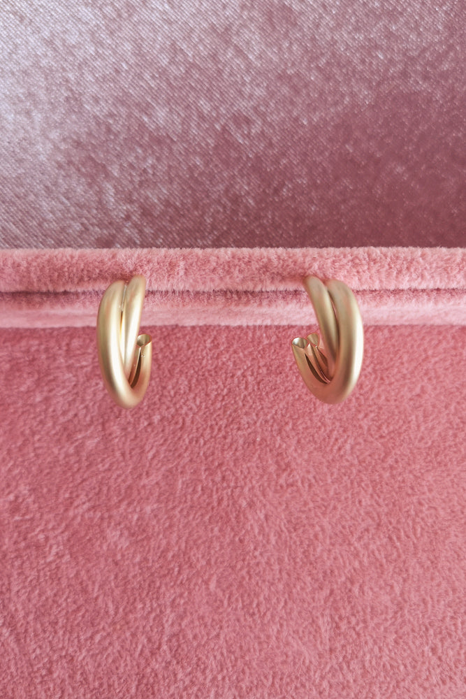 MATTE GOLD DOUBLE TWIST TUBE HOOP EARRINGS