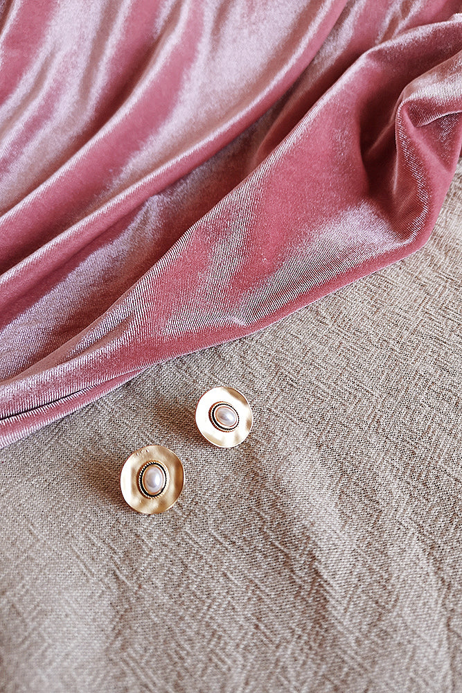 GOLD VINTAGE DOME PEARL DISC STUD EARRINGS