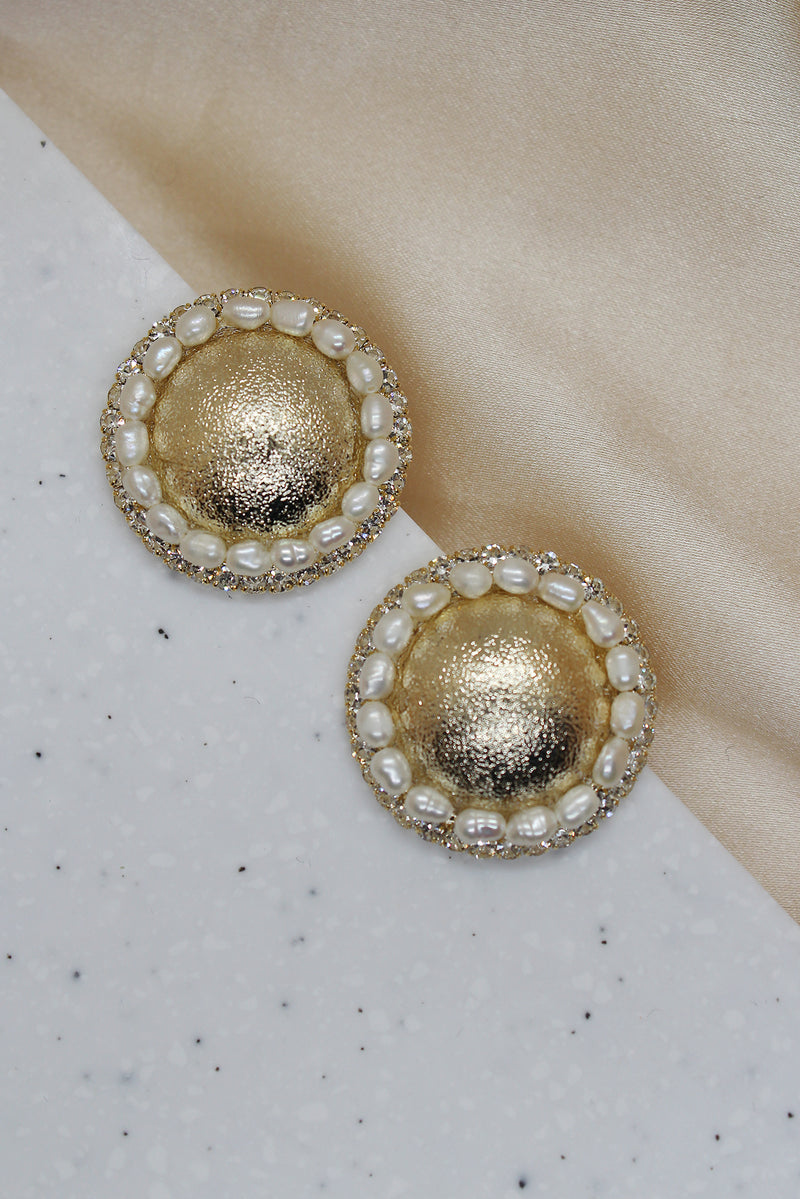 PEARL LINED ARCHED DISC STUD EARRINGS
