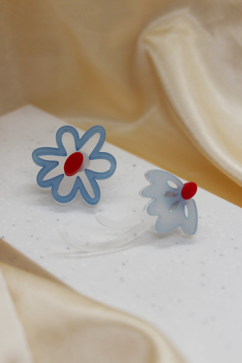 BLUE ASYMMETRICAL FLOWER STUD EARRINGS