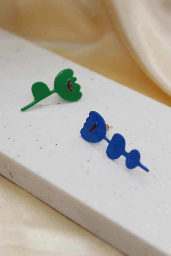 COLOUR CONTRAST FLOWER STUD EARRINGS