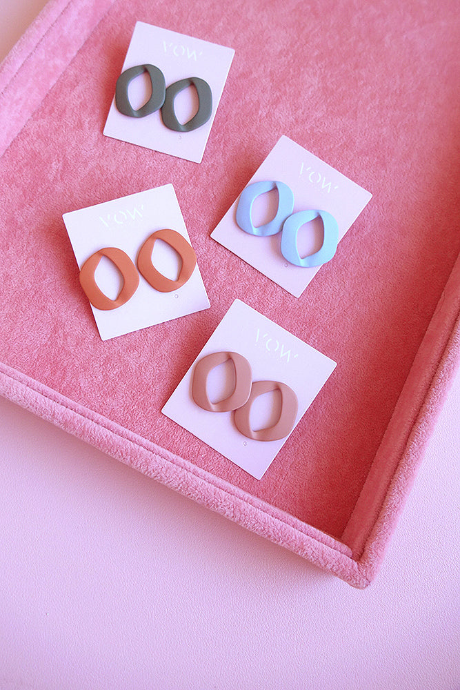 OPEN GEOMETRIC STUD EARRINGS