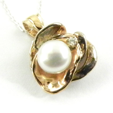 8.5mm Pearl Orbit Pendant with Diamond