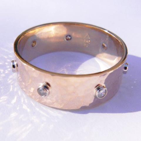 14kt Yellow Gold & 7 Diamond Band