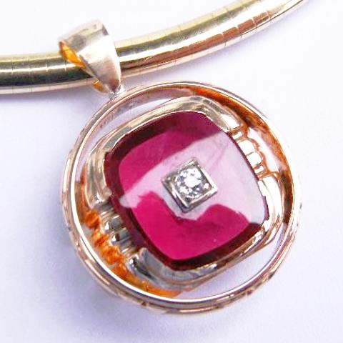 14kt Yellow Gold Garnet & Diamond Pendant
