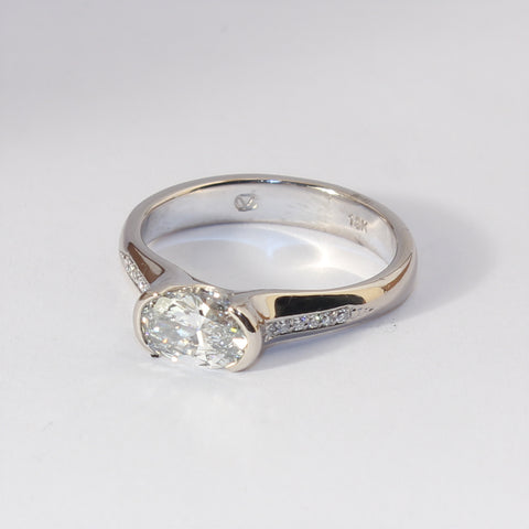 18kt White Gold Oval Solitaire Diamond Ring Set