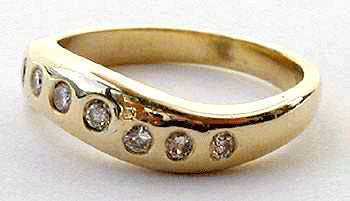 Curved Band with Diamonds