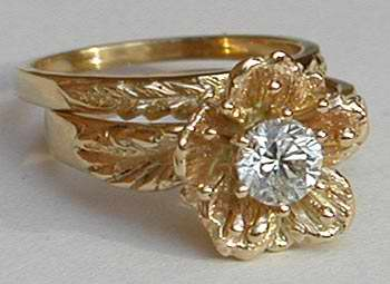 14kt Flower Wedding Set with Diamond Center