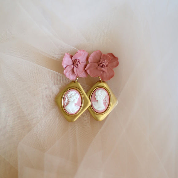 La Favola | flower and cameo earrings
