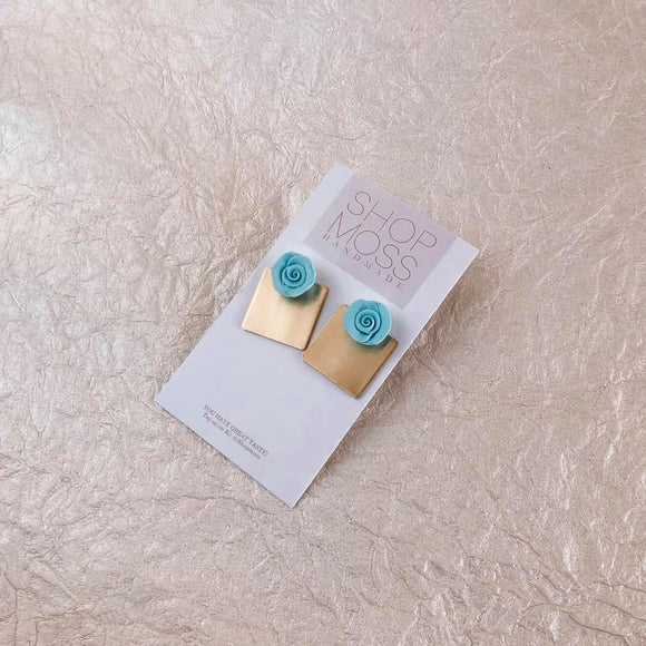 Itty Bitty |choose your blue | stud earrings