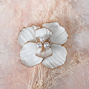 Gilded Hairpin | White Flower hair clip