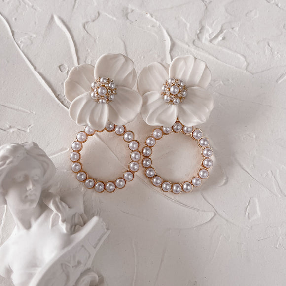 Rialto | Pearl dangle earrings