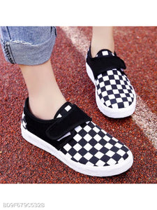 Geometric Flat Round Toe Casual Sneakers