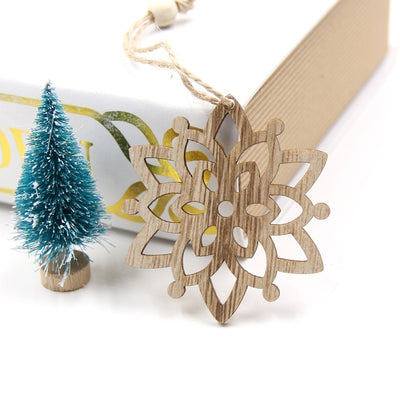 6PCS European Hollow Christmas Snowflakes Wooden Pendants Ornaments for Xmas Tree Ornament Christmas Party Decorations Kids Gift