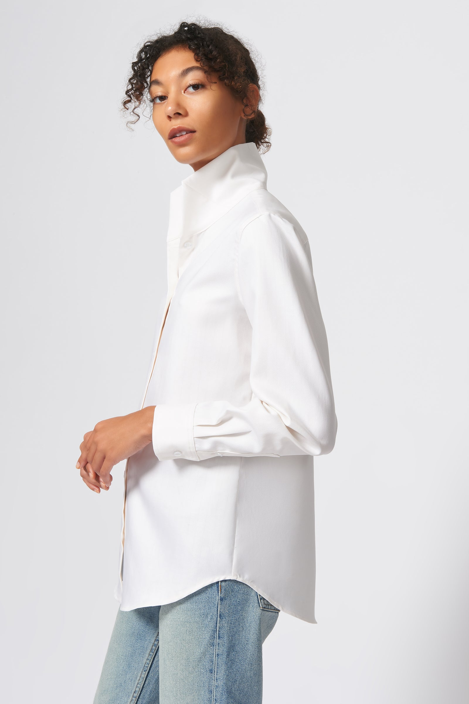 Kal Rieman Ginna Box Pleat Shirt in Ivory Fine Herringbone on Model Side View