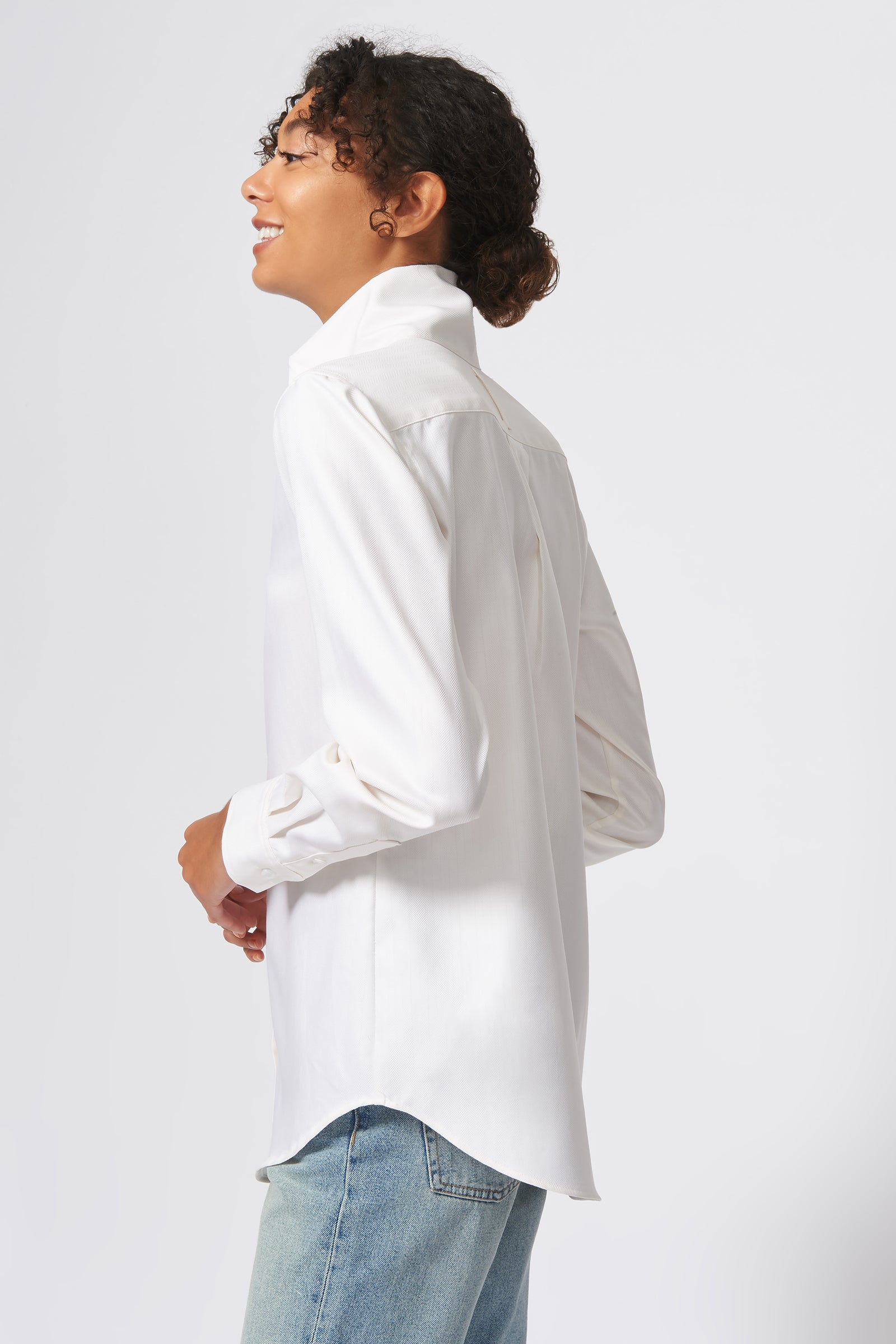 Kal Rieman Ginna Box Pleat Shirt in Ivory Fine Herringbone on Model Side Back View