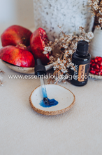 Load image into Gallery viewer, Yarrow Pom - dōTERRA 2019 Together