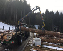 FARMA log crane lifting heavy log