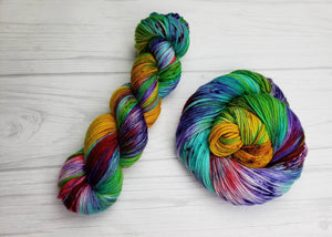 Thanos Loves to Knit, Hand Dyed Yarn in Worsted Weight - Spindle warps yarns