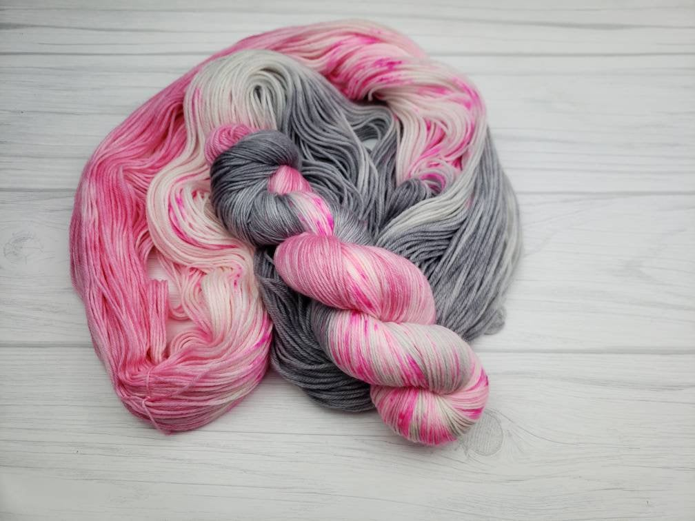 Swan Lake Speckle, Hand Dyed Yarn in Worsted Weight - Spindle warps yarns