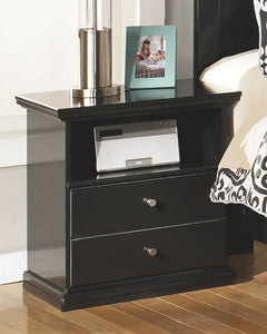 Maribel - Black - 7 Pc. - Dresser, Mirror, Queen Panel Bed & 2 Nightstands