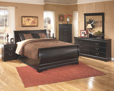 Huey Vineyard - Black - 7 Pc. - Dresser, Mirror, Queen Sleigh Bed & 2 Nightstands