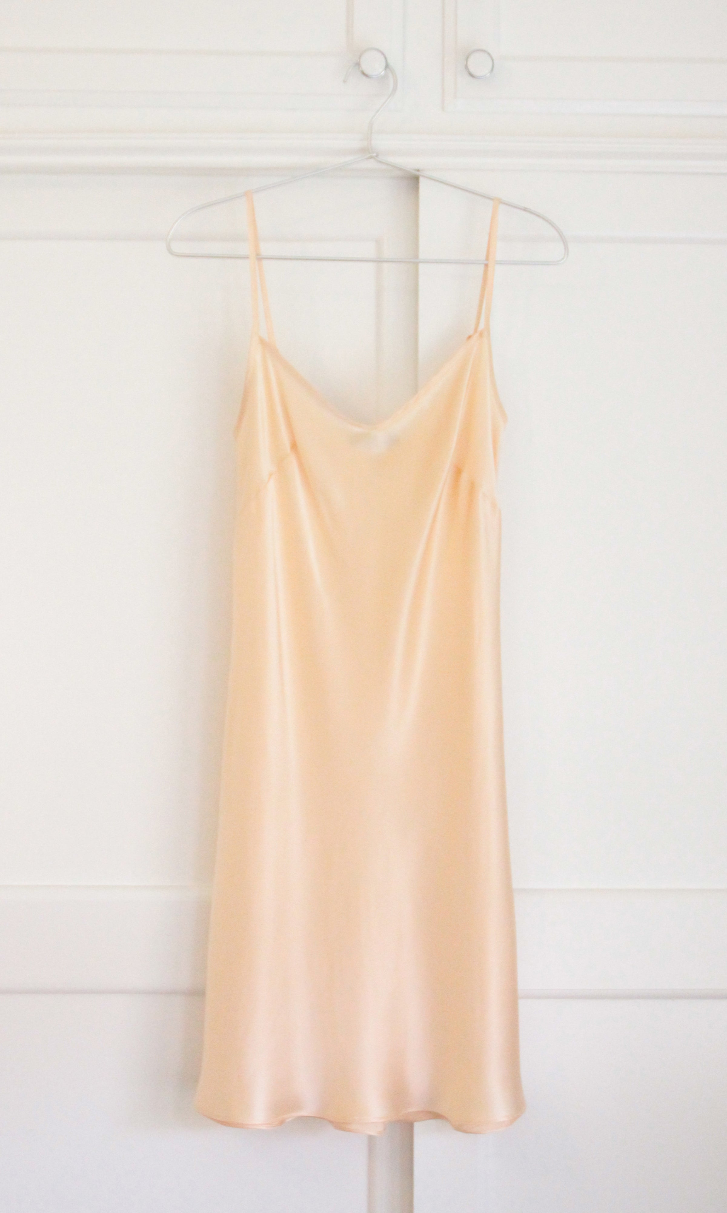 WOW Short Organic Silk Slip in Peach