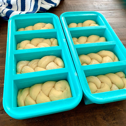 picture of individual challah in 1cup souper cubes tray
