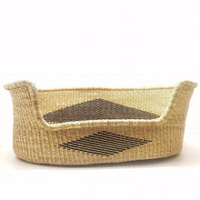 Load image into Gallery viewer, African Moses Basket - Large Bolga Dog Bed