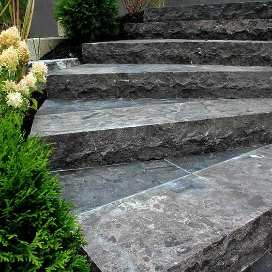 Antique Limestone Step