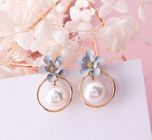 Load image into Gallery viewer, Sakura Earrings