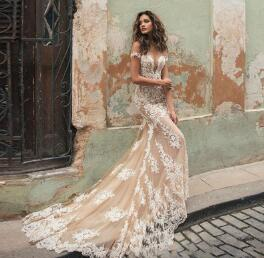 .NAVARRA Couture 100% Italia Tessuto Forentina Lace Wedding Gown Lace Applique and Court Train